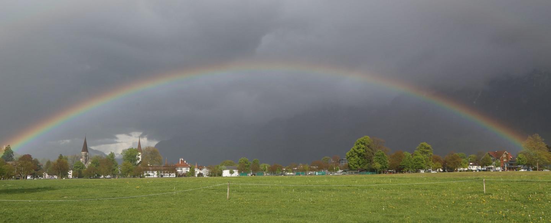interlaken-hoehematte-regenbogen